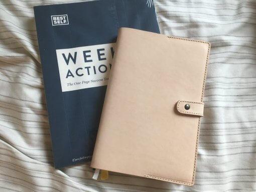 SELF-Shield-leren-cover-voor-notitieboek-licht-bruin1